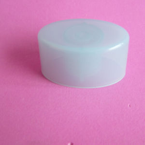 White Oval Screw Cap Without Cosmetic Bottle pictures & photos