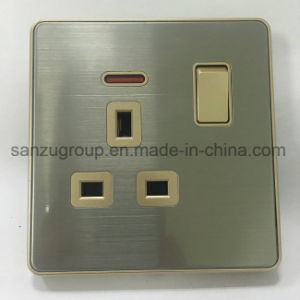 UK Standard 13A Socket with 1 Gang Switch pictures & photos