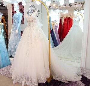 Long Sleeves Ball Gowns Lace Bridal Wedding Dresses Z2076 pictures & photos