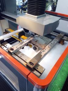 CNC Middle Speed Wire Cutting Machine pictures & photos