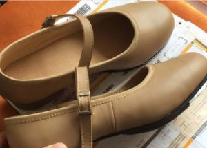 Women′s Tan Cow Leather Tap Shoes with Hard Sole pictures & photos