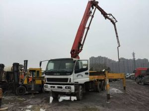 37m 2003~2009 8*4-LHD-Drive Used Concrete Isuzu-Chassis Putzmeister Pump Truck (26TON, 8*4-LHD-DRIVE) pictures & photos