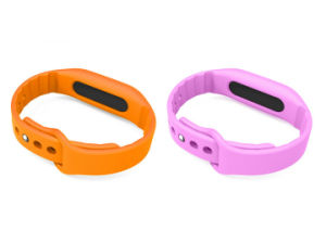 Jogging Pedometer Bluetooth Bracelet with Vibrating SMS and Calling pictures & photos