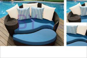 Outdoor PE Rattan Beach Sunbed Garden Furniture pictures & photos