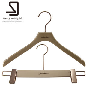 High Quality Plastic Clothes Hangers pictures & photos