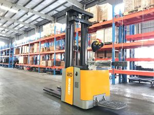 Electric Pallet Truck 2tons Stacker pictures & photos