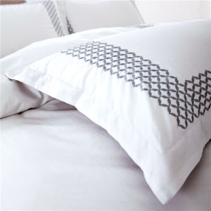 Factory Discount Cotton Hotel Collection Bedding Sets for Hotel Apartment pictures & photos