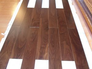 Prefinished American Black Walnut Solid Wood Flooring pictures & photos