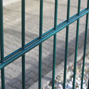 Best Price Triangular Bends Welded Wire Mesh Fence pictures & photos