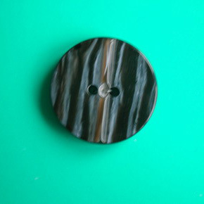 2 Holes New Design Polyester Button (S-075) pictures & photos