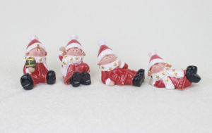 Red Ceramic Christmas Figurines pictures & photos
