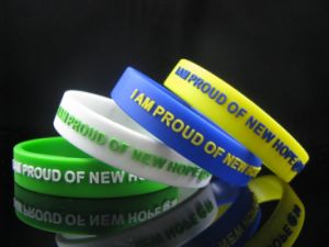 Personalized Saying Embossed Glow-in-Dark Silicone Wrist Bands pictures & photos