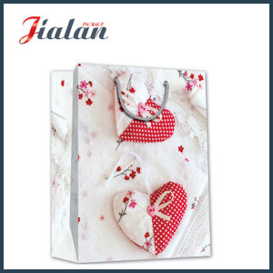Glossy Laminated Ivory Paper Love Heart Shopping Gift Paper Bag pictures & photos