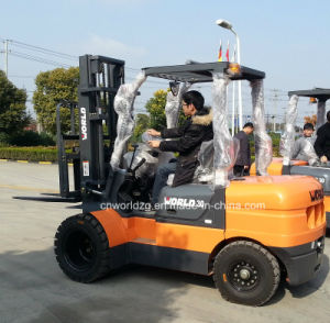 5 Tons Forklift Truck with 3 Stage Mast pictures & photos