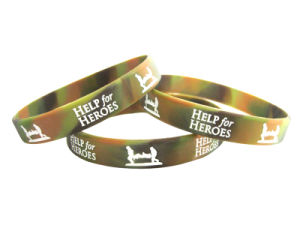 Promotional Custom Camouflage Debossed Silicone Wristband pictures & photos