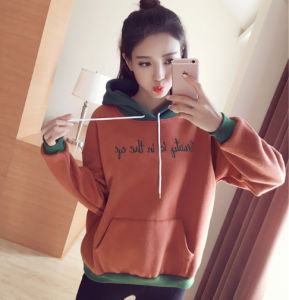 Fashionable Rubber Print Autumn Women′s Round Neck Pullover pictures & photos