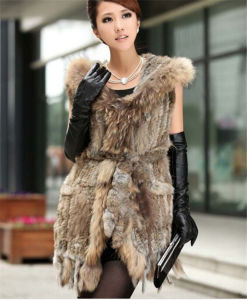 Real Knitted Rabbit Fur Vest Waistcoat with Raccoon Hoody and Tassels Lady Vest pictures & photos