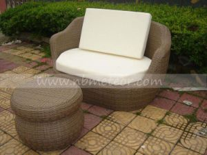 Hand-Made PE Rattan Wicker Outdoor Sofa with Footstool Garden Furniture pictures & photos