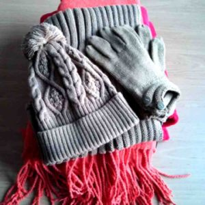 Knitted Cap, Scarf, Gloves Set for Winter pictures & photos