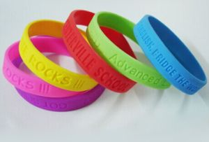 Custom Silicone Bracelet with Laser Logo pictures & photos