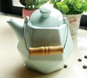 600ml Calssical Ceramic Tea Pot Prime Quality pictures & photos