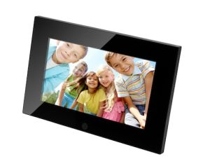 2015 Newest Model 7 Inch Basic Function Digital Photo Frame pictures & photos