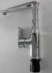 Kitchen Sink Faucet with 5-Year Warranty pictures & photos