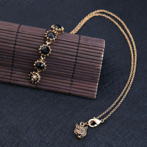 Simple Temperament Fashion Imitation Jewelry Black Gem Pendant Necklace pictures & photos
