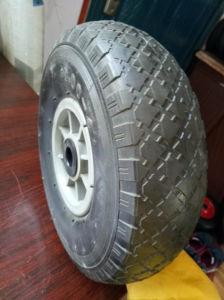 Diamond Pattern Steel Rim Good Bearing Hollow Wheel pictures & photos