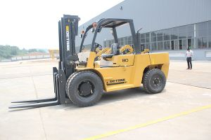 Stone Work Most Popular 8 Ton Diesel Forklift pictures & photos