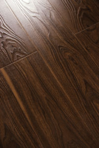 Heavy Embossed Synchronized Surface Laminate Flooring 9111-8 pictures & photos