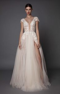 Soft and Flowing Tulle Short Sleeve Wedding Dress pictures & photos