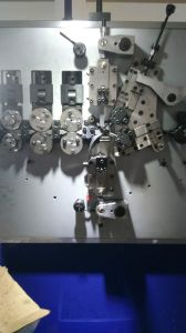 Hyd-340 Axis Computer Compression Spring Machine pictures & photos