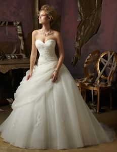 Gorgeous Sweetheart Lace up Back Organza Wedding Ball Gown with Floral Applique pictures & photos