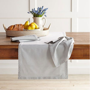 Chain Link Embroidered Table Runner (DPFR80130) pictures & photos