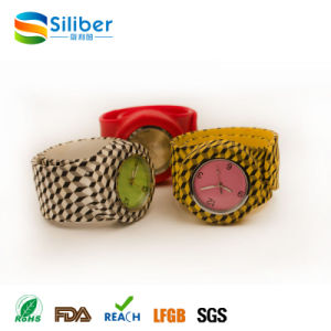 2016 Promotional Fashionable Kids Silicone Slap/Clap Band Watches pictures & photos