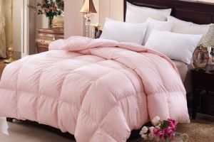 Home Textile Pink Color Polyester Bedding Comforter pictures & photos