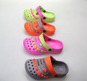 OEM New Design Children′s Clogs pictures & photos