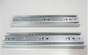 Newest Design 35mm Single Way Cabinet Rail pictures & photos