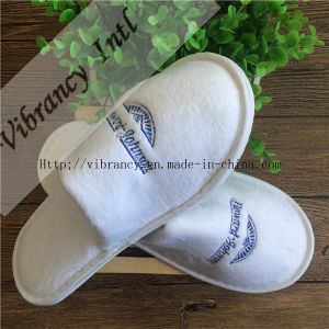 Good Quality for Disposable Embroidery Hotel Slippers pictures & photos