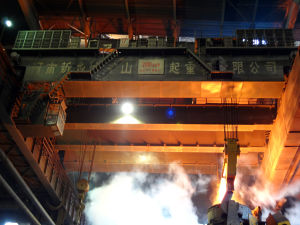Foundry Ladle Overhead Crane with Electric Hoist Lifting Machinery pictures & photos