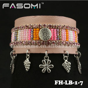 Fashion Stingray Beaded Pattern Genuine Leather Bracelet with Magnetic Closures
