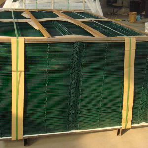 Factory Sell PVC Yard Welded Wire Mesh Fence pictures & photos
