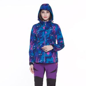 Factory Wholesale Woman Hoody Waterproof Good Quality Soft Shell Jacket pictures & photos