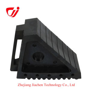 Favorable Price Good Quality Durable Resistant Recycled Rebber Wheel Chock pictures & photos