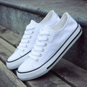 2017 Explosion of Fashion White Shoes Breathable Unisex Men and Women Canvas White Shoes Wholesale pictures & photos