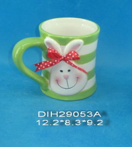 Hand-Painted Ceramic Mug with Rabbit Decoration pictures & photos