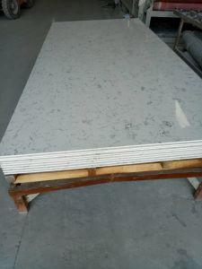 Customized Carrara Look Quartz Stone for Countertops pictures & photos
