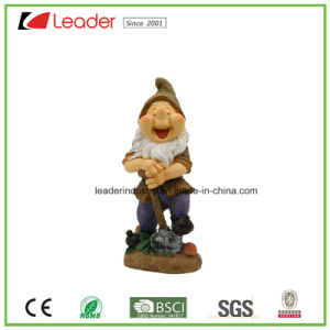 Whole Sale Resin Gnome with Lantern for Lawn and Garden Decoration pictures & photos