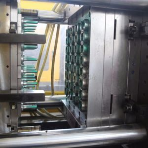 Factory Price Plastic Water Bottle Preforms Injection Molding Machine pictures & photos